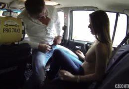 Czech Taxi 7 a nezávazný sex s hezkou brunetou