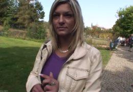 Ulovily jsme šikovnou slečnu v parku v Praze
