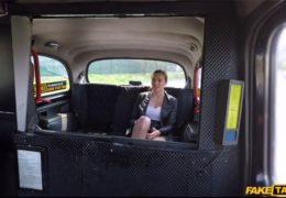 Falešnej pražskej taxikář svede hezkou prsatou holčinu