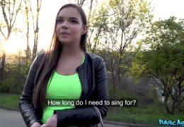 Public agent naláká na zpěv a prachy mladou ostravačku