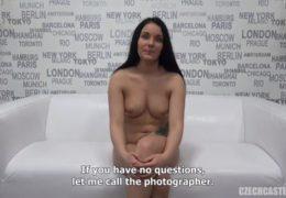 Slovenská modelka Lucie si střihne trojku na castingu