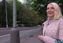 Public agent s kamarádem zlákaj fešnou blondýnku Helenu z Ukrajiny