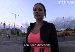 Public agent jako turista v Maďarsku osloví hezkou pornoherečku