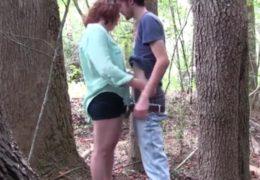 Potají se scházíme v lese aby jsme mohli šukat
