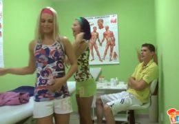 Přišli mi dvě krásný holky na masáž