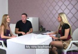 Mladej pár na castingu dá trojku se sexy agentkou