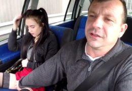 Postarší českej strejda si zaplatí mladou děvku z ulice