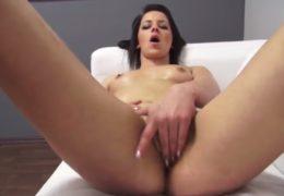 Mladá a velmi šikovná holka navštíví pornocasting