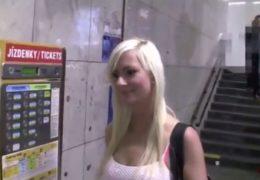 Rychlovka se sexy blondýnkou z pražskýho metra