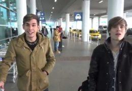 Dva mladí kluci z letiště se nechali uplatit