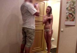 Studentka z minulé noci mu ho vyhulila na kameru