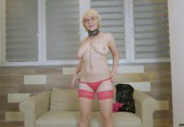 Kozatá blond mature, si se sebou ještě stále umí hezky pohrát…